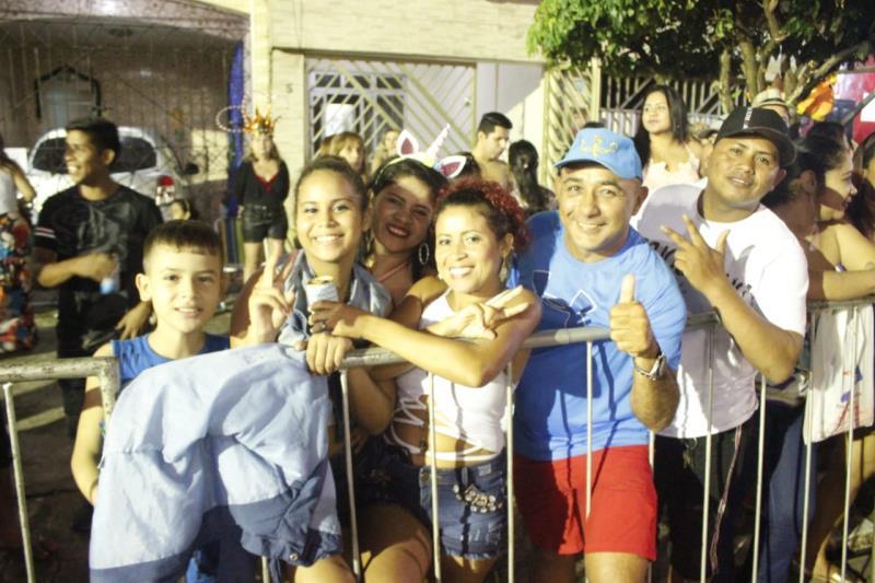 De acordo com a organização da programação, aproximadamente 7 mil pessoas participaram dos desfiles.