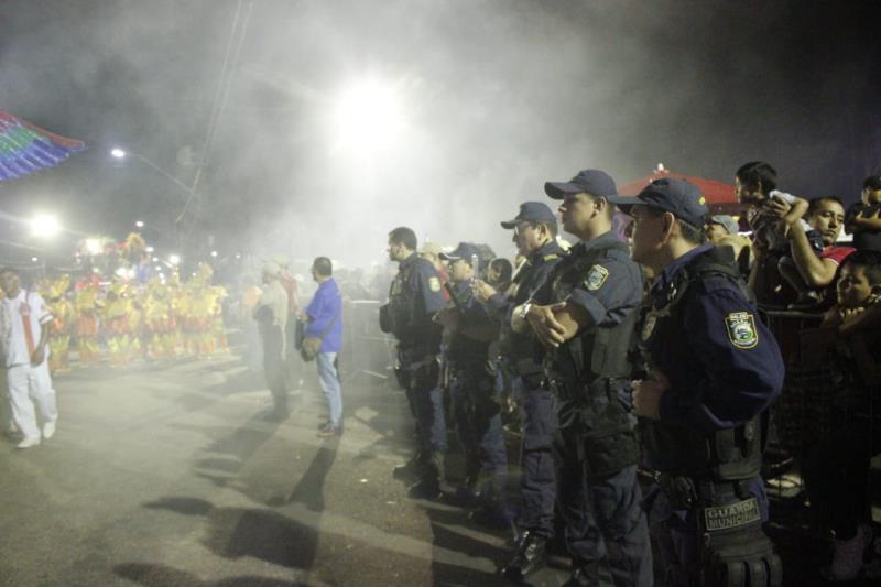 A equipe da Guarda Municipal também esteve no distrito com 50 agentes de segurança e quatro viaturas.