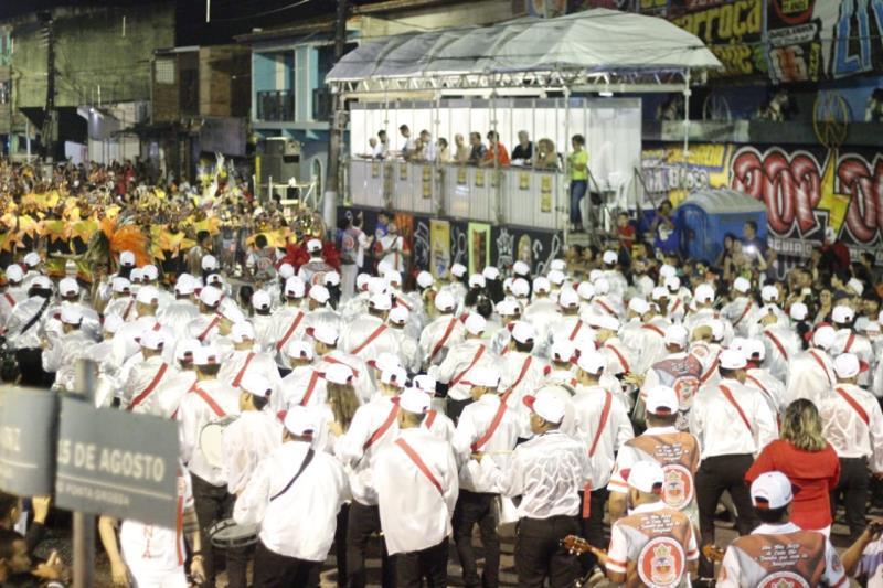 A sirene tocou com o sinal do início das apresentações dos blocos carnavalescos e escolas de samba dos distritos de Belém.