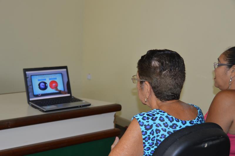 Além dos stands, um espaço com apresentação de vídeos de curta duração foi montado como forma de promover conhecimento sobre a saúde feminina