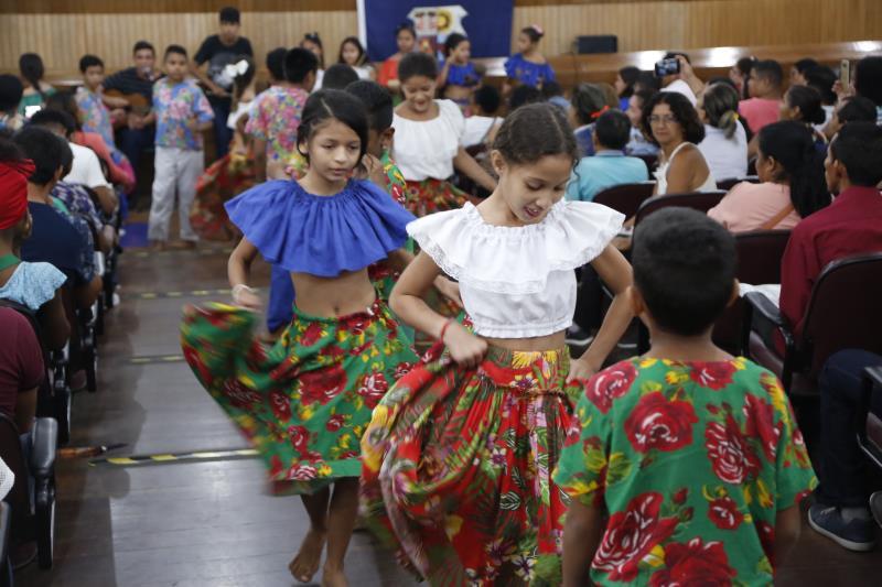 A apresentação cultural foi feita pelos alunos da escola Josino Viana