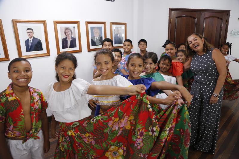 A titular da Semec Socorro Aquino estava presente , além dos alunos da Escola Municipal Josino Viana