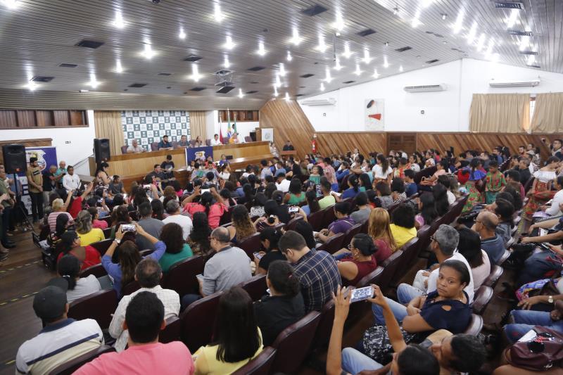 Os aprovados irão assumir as funções na sede do órgão e nas 199 unidades de educação do município