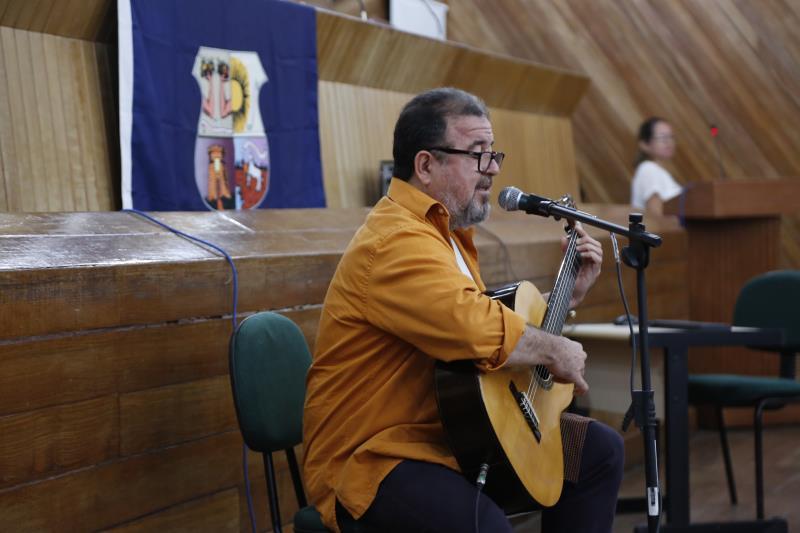 O músico e professor Salomão Habib também apresentou suas composições criadas no projeto Cantar-o-Lar