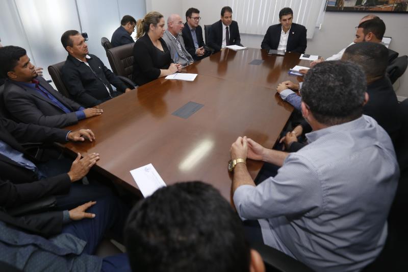 """""""A questão da água em Viseu tem que estar entre as prioridades da Cosanpa"""". Foi com essas palavras que o governador do estado do Pará, Helder Barbalho, iniciou o debate sobre o abastecimento de água no município do nordeste paraense, na reunião realizada hoje à tarde (14), no Palácio dos Despachos.  FOTO: MARCELO SEABRA / AGÊNCIA PARÁ DATA: 14.03.2019 BELÉM - PARÁ"""