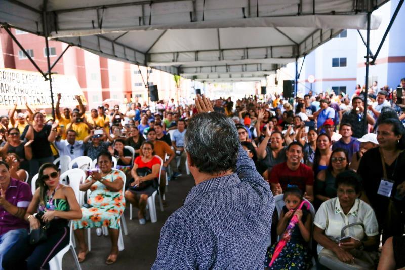 Cerimônia de entrega do residencial Quinta dos Paricás contou com a presença de centenas de pessoas