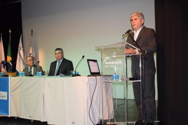 Para o titular da Sectet e presidente da Fapespa, Carlos Maneschy (d), é importante abrir os horizontes para que ciência, tecnologia e inovação sejam o insumo estratégico para a garantia do bem social