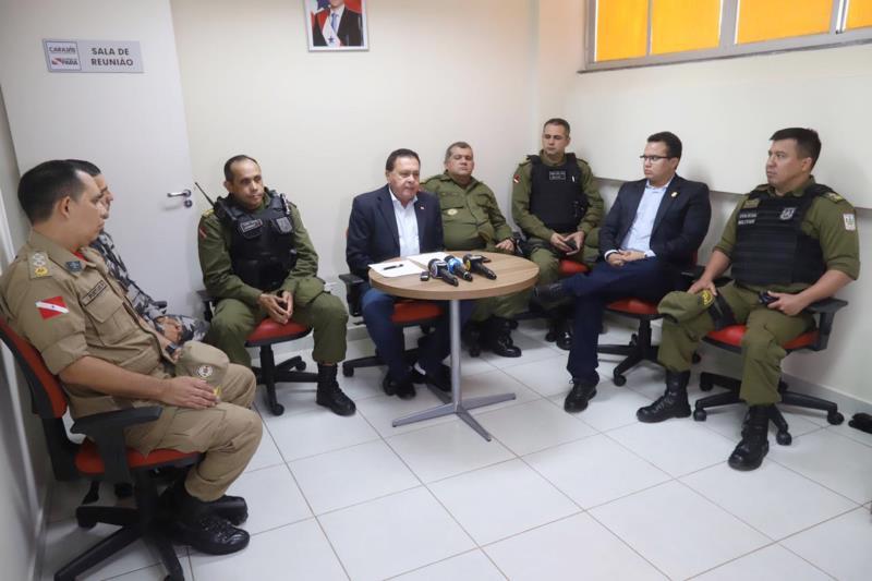 O secretário Regional de Governo do Sul e Sudeste do Pará, João Chamon Neto (c), divulgou o balanço da Operação Carnaval ao lado dos comandantes regionais da Polícia Militar, Corpo de Bombeiros e Superintendência da Polícia Civil
