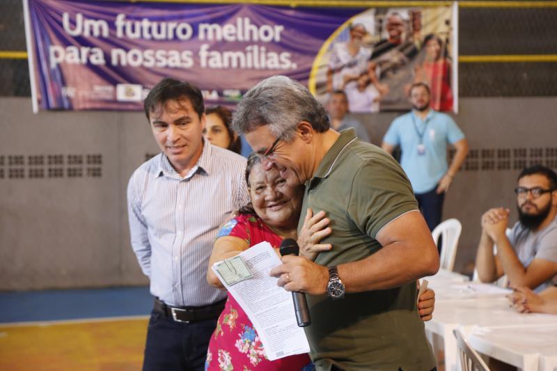 A cerimônia de assinatura dos contratos, realizada no ginásio Altino Pimenta, contou com a presença do prefeito de Belém