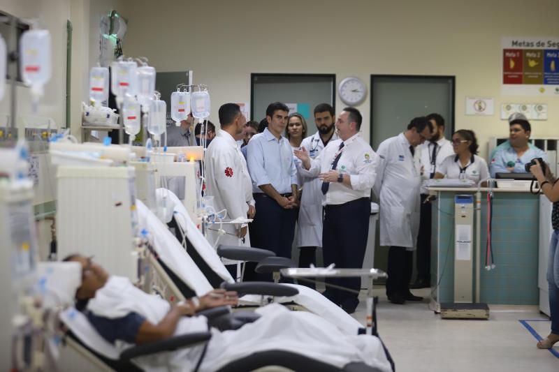 Durante a visita, Helder conversou com o corpo clínico do hospital e conheceu áreas que podem ser usadas para a expansão do prédio
