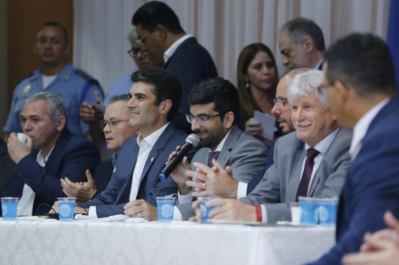 """O presidente da Assembleia Legislativa, Daniel Santos (c), destacou a importância de ampliar a aproximação entre a Alepa e a população, a fim """"criar políticas públicas que sejam do interesse da região"""""""
