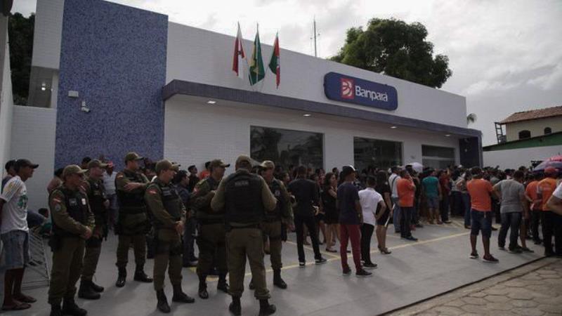 O governador Helder Barbalho e o vice-governador, Lúcio Vale, inauguraram neste sábado (23) a segunda agência do Banco do Estado do Pará (Banpará) em 80 dias de governo, dessa vez no município de Porto de Moz, no oeste paraense.   FOTO: MARCO SANTOS / AG. PARÁ DATA: 23.03.3029 PORTO DE MOZ - PARÁ