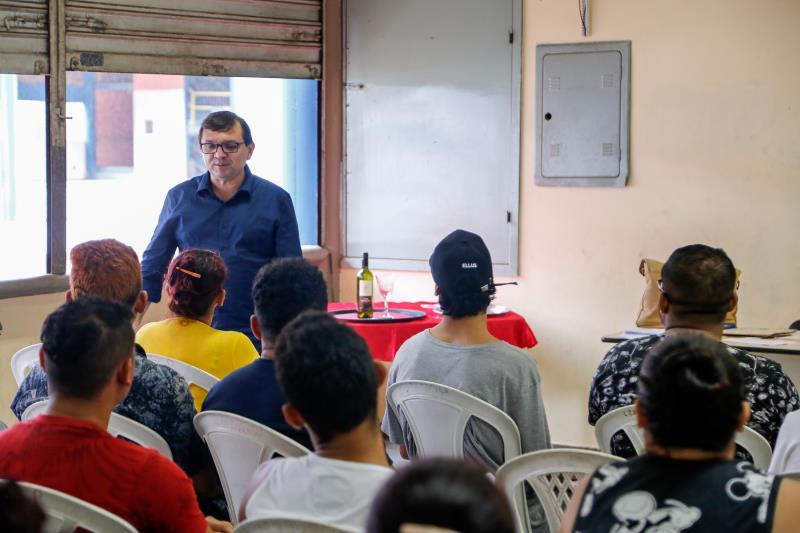 Kadmil - Curso de formação para garçom e garçonete - Fundo Ver-o-Sol