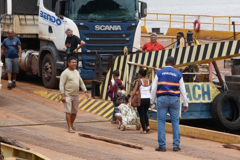 Operação ganhou reforço importante com a chegada de uma balsa de grande porte, que tem capacidade para transportar até 40 caminhões. Agora, são nove balsas realizando este serviço
