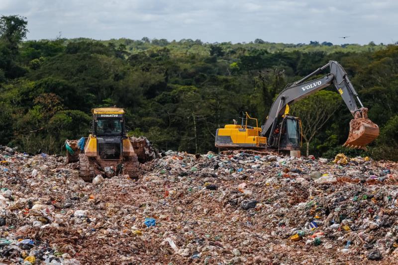 O desembargador Luiz Gonzaga da Costa Neto determinou que o aterro sanitário em Marituba continue a receber o lixo de Belém, Ananindeua e Marituba por mais quatro meses