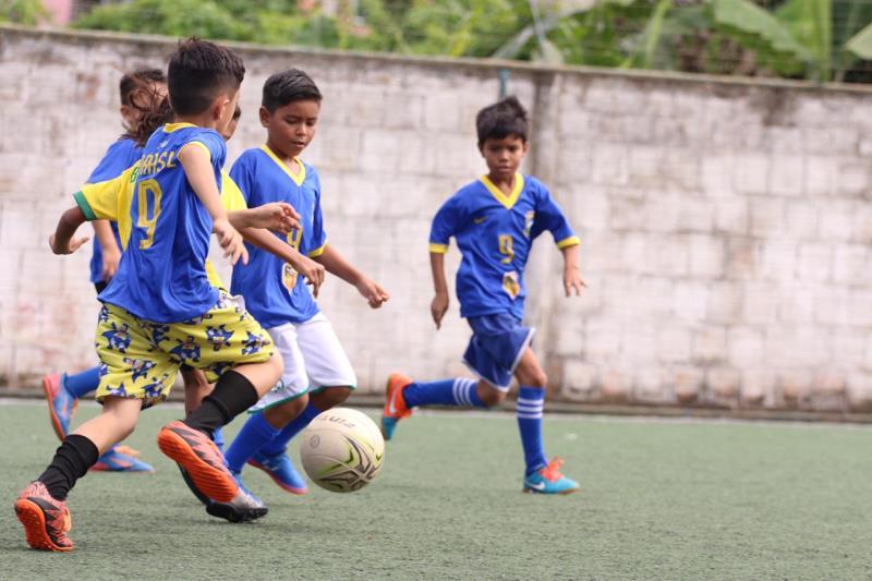 São 300 crianças atendidas e que passam a ter condições plenas de treinamento e acompanhamento esportivo.