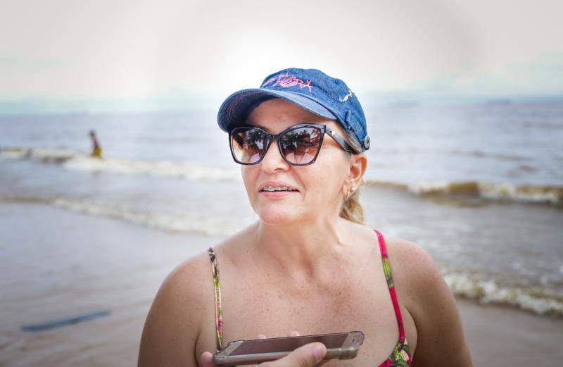 A administradora Ana Proença escolheu passar os dias de folga na praia dp Farol e ficou feliz com a presença de agentes de segurança.
