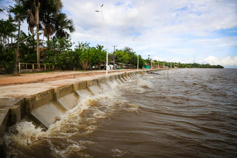 Entre os investimentos da Prefeitura estão os das praias do Paraíso e Marahu, que, contam com nova iluminação pública em todo percurso da orla, com postes metálicos de design moderno e funcional.