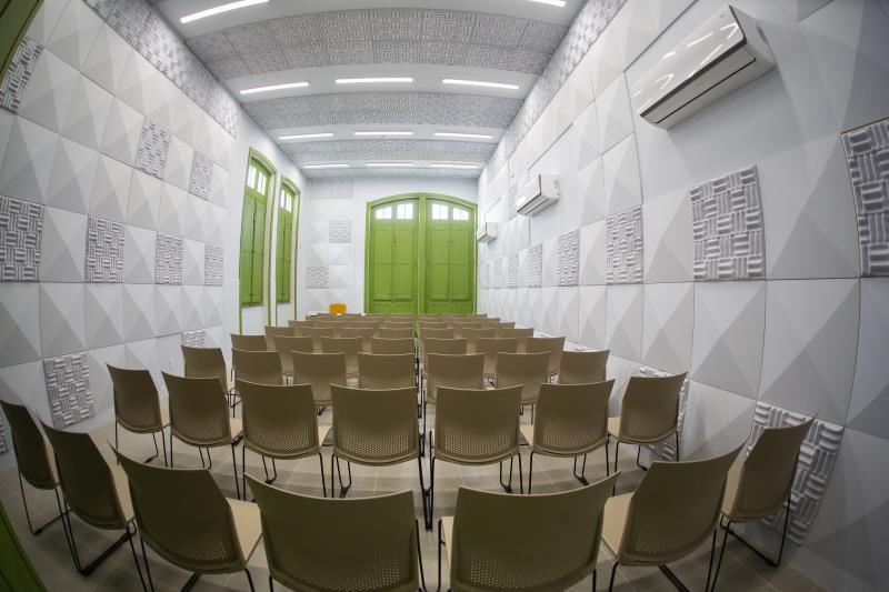 As salas de audição do Liceu, que sediarão o curso livre para professores, são preparadas para o ensino de cada instrumento musical