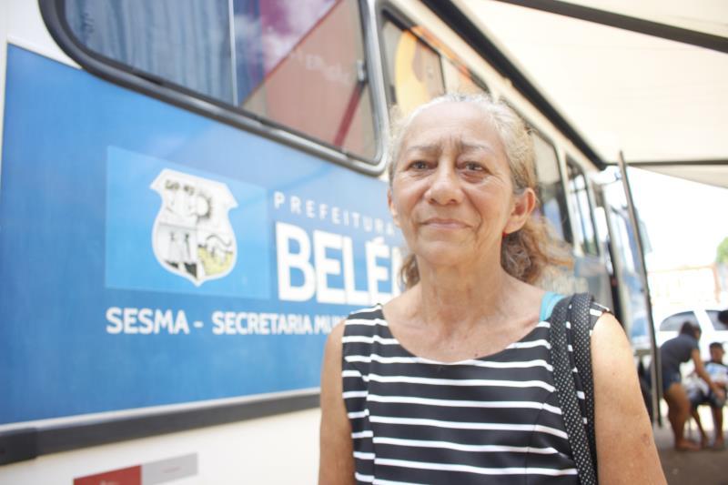 Maria Iolanda, de 59 anos, utiliza a experiência adquirida como enfermeira para cuidar dos 22 animais que atualmente possui