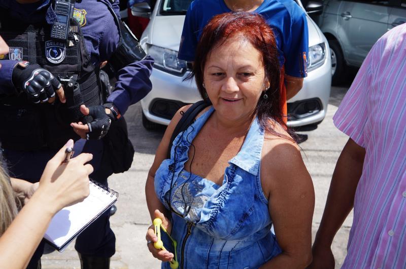 """A dona de casa Rosangela Socorro Ferreira, passageira de um táxi que foi vistoriado, aprovou a operação: """"Vivemos com medo. Hoje não sabemos quem é quem. Sou totalmente a favor de ações como essas""""."""