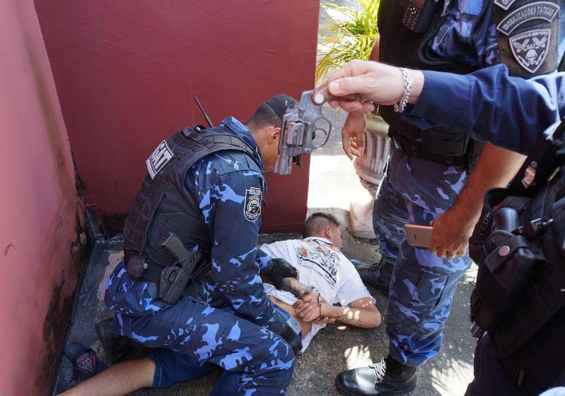 Suspeitos com armas foram detidos pela Guarda Municipal durante a operação.