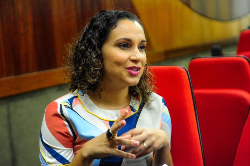 A psicóloga Roberta Flores destacou o atendimento humanizado que deve ser prestado aos indígenas