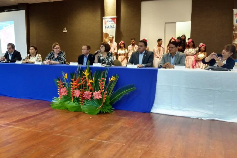 """O evento acontece no Centro de Convenções de Marabá. Com o tema """"os desafios da educação paraense e a garantia do direito de aprender"""""""