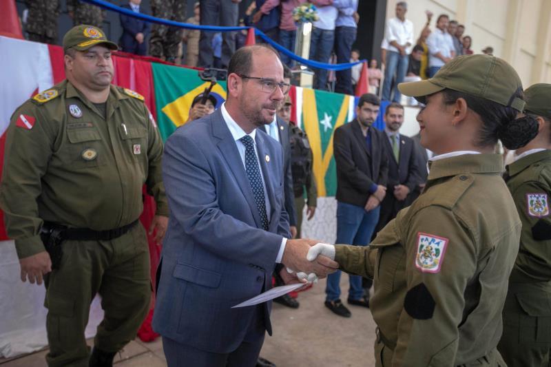 O vice-governador Lúcio Vale também participou da cerimônia de formatura dos novos soldados