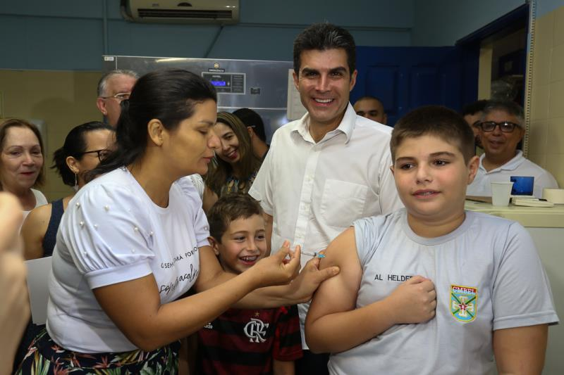 O governador Helder Barbalho e o secretário de Estado de Saúde, Alberto Beltrame, participaram do Dia D de Mobilização da Campanha de Vacinação contra a Gripe, que acontece neste sábado (4), até às 17h, em todas as unidades de saúde dos 144 municípios do Pará