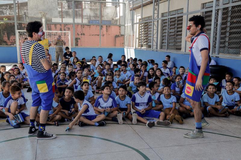 Alunos do 3º ao 5º ano da escola Josino Viana participaram de atividade do Maio Amarelo, que contou com palestras sobre segurança no trânsito, além de jogos e apresentação teatral
