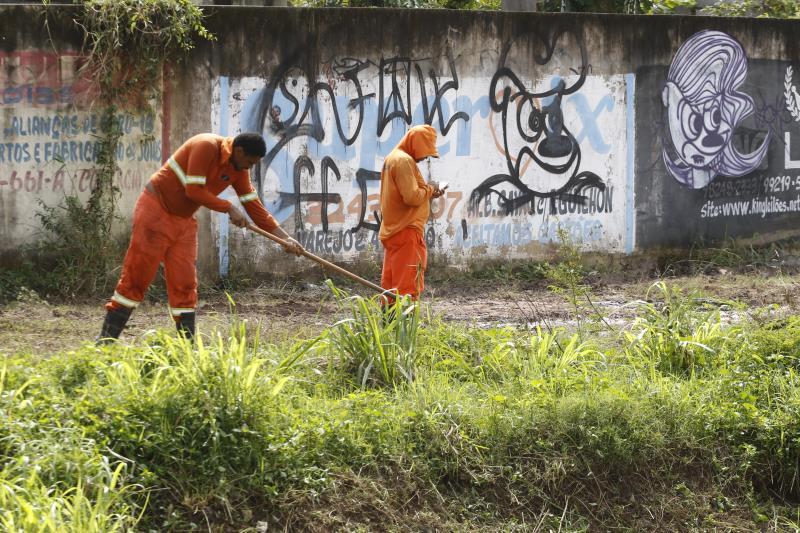 Mutirões de limpeza, como este da avenida Bernardo Sayão, se multiplicaram em sete anos de gestão