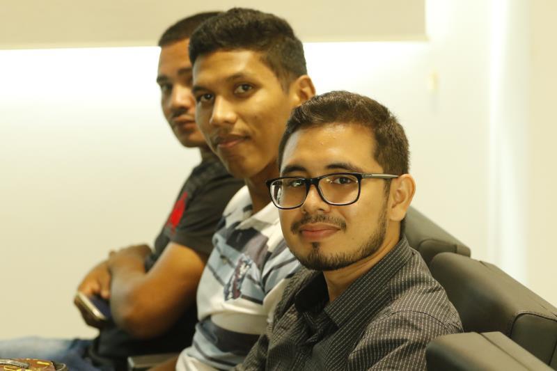 Arthur Novaes (à frente) está em busca de emprego há quatro anos e foi selecionado para o treinamento pelo CRAS de Outeiro