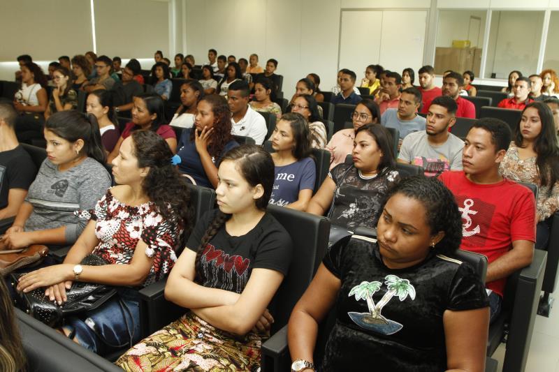 Um grupo de 200 jovens moradores das ilhas de Belém, com idade entre 18 e 26 anos,  participaram do curso de preparação para a seleção de emprego do restaurante Madero