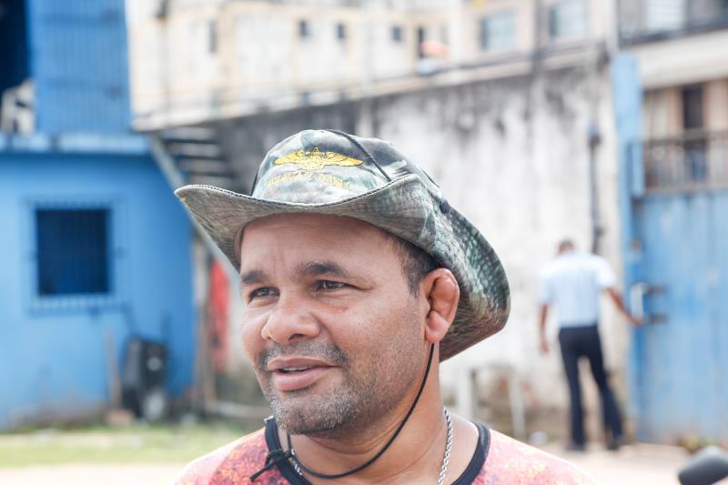 O mecânico Herbyty da Silva ficou sabendo do leilão por meio da internet e foi ao pátio, dar uma olhada nas motos disponíveis