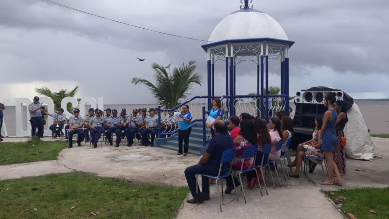 A banda da Polícia Militar deu um brilho especial às comemorações do aniversário da escola Dr. Lauro Alves