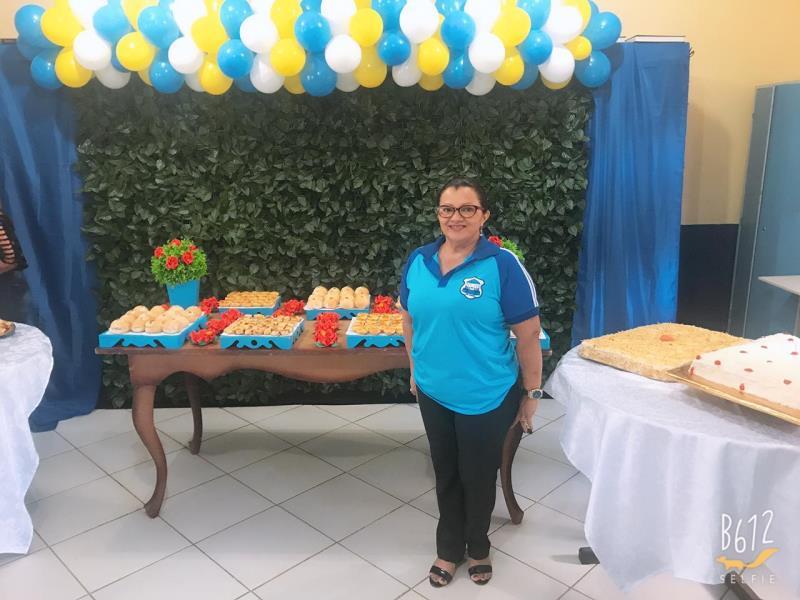 A professora Adélia Maria Valente ministra aulas de Ensino Religioso e História, e foi diretora da escola entre 2001 e 2006, também foi homenageada