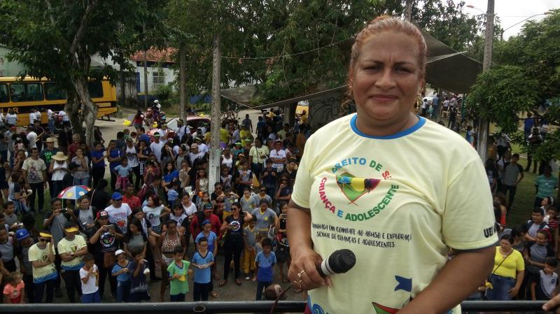 """A coordenadora Eliane Paixão, conta que """"por meio das brincadeiras de faz de conta é possível mostrar o certo e o errado para os alunos,"""