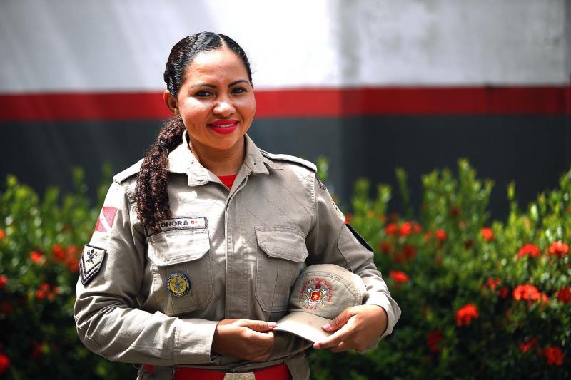 A cabo BM Leonora Bahia garante que ser mãe de Yandra a deixou melhor como pessoa e profissional