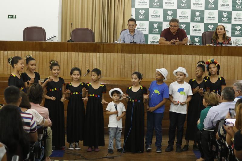 Alunos da Escola Municipal Ernestina Rodrigues fizeram uma participação especial no evento, com uma apresentação artística sobre os direitos das crianças e dos adolescentes