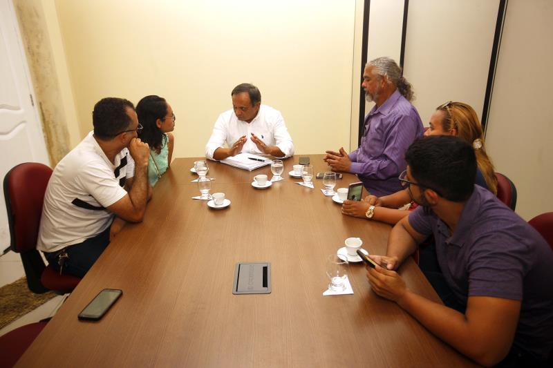 O coordenador da Casa Civil, Luís Pereira, e representantes da Associação dos Concursados trataram sobre o concurso C-173, da Seduc