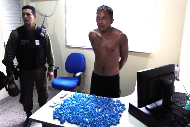 Durante a operação realizada pela PM, uma pessoa já foi presa em flagrante por tráfico de drogas e outras cinco foram detidas para averiguação
