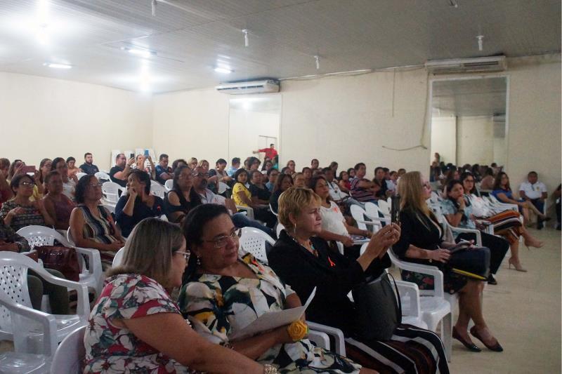A Polícia Civil do Pará promoveu, na manhã desta sexta-feira (17), por meio da Diretoria de Atendimento a Grupos Vulneráveis (DAV), uma roda de conversa alusiva ao Dia Nacional de Combate ao Abuso e Exploração Sexual de Crianças e Adolescentes. Durante a programação, foram debatidas ações voltadas à prevenção e ao combate ao abuso e exploração sexual de crianças e adolescentes, no auditório da Secretaria Municipal de Educação (Semed) de Ananindeua, na Região Metropolitana de Belém, órgão parceiro do evento.  FOTO: ASCO / POLÍCIA CIVIL DATA: 17.05.2019 BELÉM - PARÁ