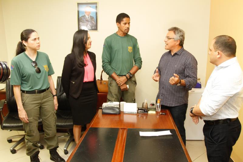 Clivia Bezerra, superintendente do Ibama no Pará (de blusa rosa), disse que a doação tem cunho social, já que será utilizada em prol da população de Belém