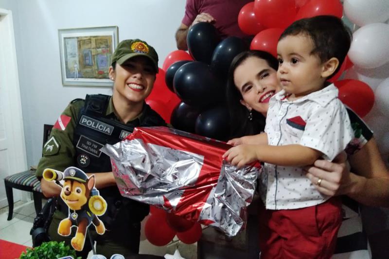 A festa infantil contou ainda com a presença de agentes que atuam na Rondas Ostensivas Táticas Motorizadas (Rotam).