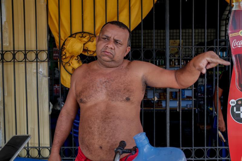 """Morador do Satélite, o comerciante Erivan de Freitas Canuto está satisfeito: """"O morador não tem desculpas para não fazer a parte dele e colaborar com o serviço, pois somos informados todos os meses das datas e horários da coleta""""."""