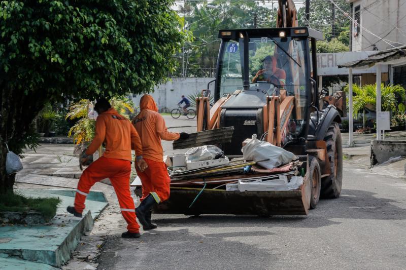 Em torno de 160 toneladas de lixo domiciliar são recolhidas nas comunidades atendidas, em roteiros programados.