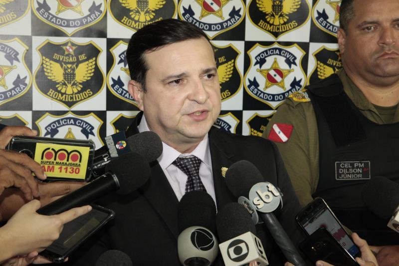 Segundo o delegado-geral da Polícia Civil, Alberto Teixeira, o veículo apreendido já estava sendo descaracterizado