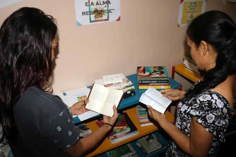 Novo espaço faz parte do projeto Livro Solidário, da Imprensa Oficial do Estado. São três estantes com mais variados tipos de livros, entre contos, infanto-juvenil, romance, informativos e gibis