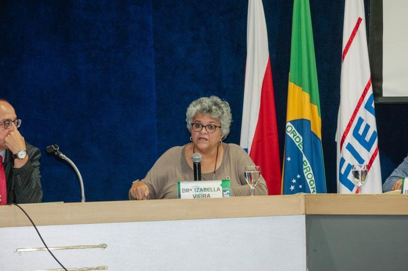 Izabella Teixeira destacou que estudantes, empresários, funcionários públicos e Terceiro Setor têm que se unir na busca de soluções para questões ambientais